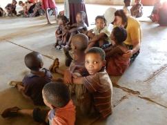 Kinder in der Gemeinde in Luepo
