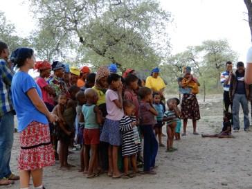 Beim Gebet im Dorf Duen Pos