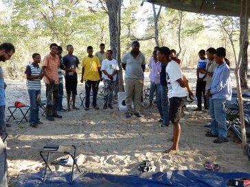 Im Paradise-Camp beim Gebet