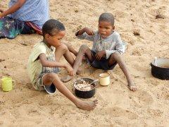 Beim Essen in Luepo