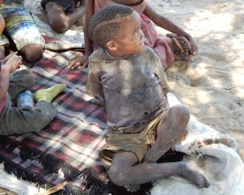 Kinder im Dorf Luepo
